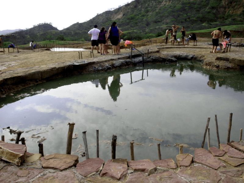 Conocer Peru y descubrir de Banos termales Hervidero