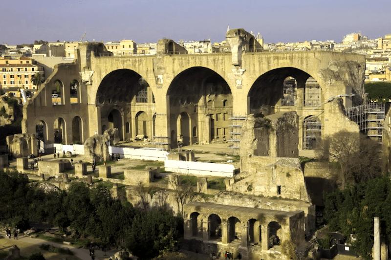 Basilica de Majencio que ver
