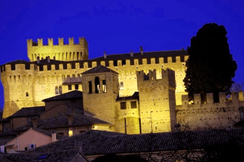 Ver Italia y maravillarse de Castillo medieval de Gradara