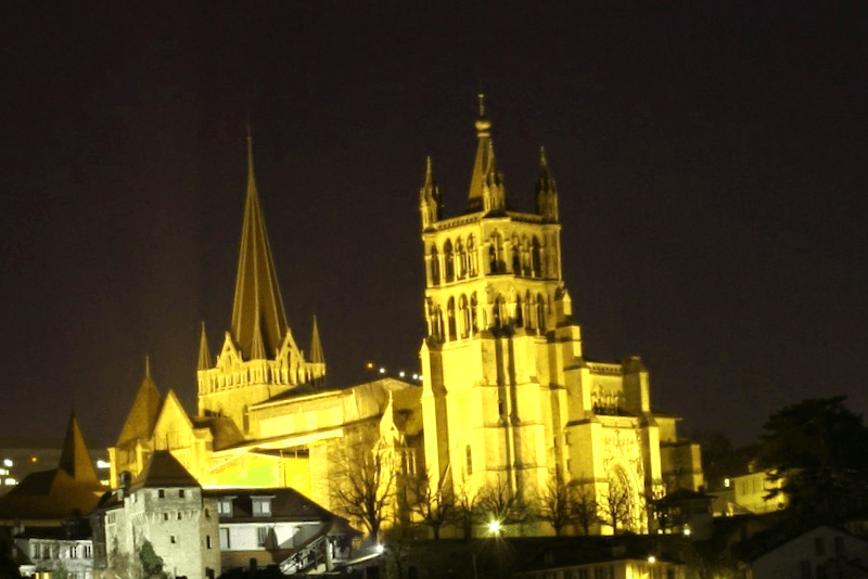 Conocer Catedral de Lausanne de noche