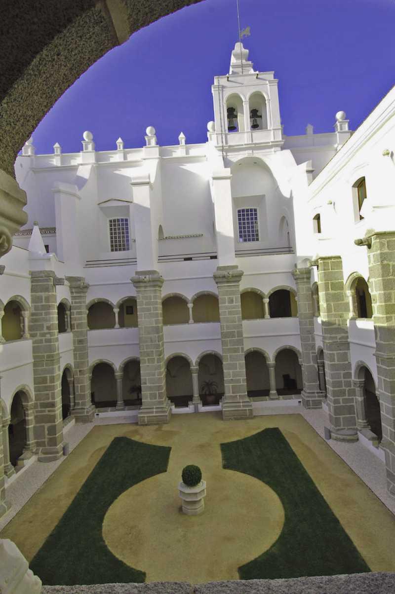 Conocer Portugal y maravillarse de Convento do Espinherio