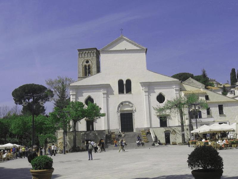 Conocer Italia y maravillarse de Duomo de Ravello