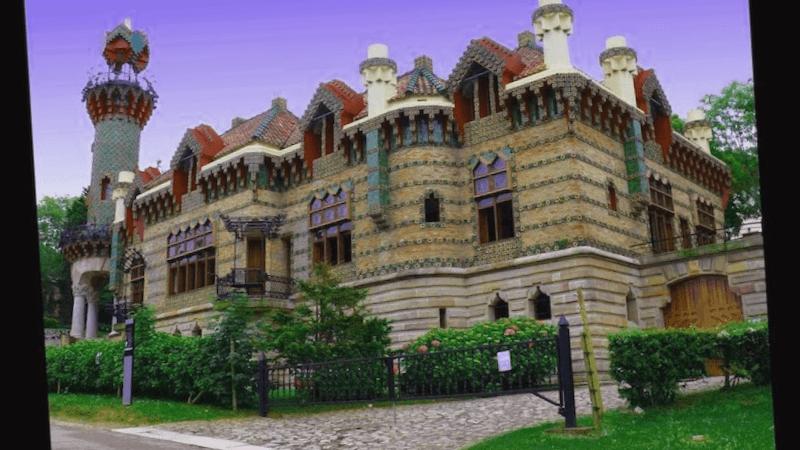 Visitar España y maravillarse de El Capricho de Gaudi