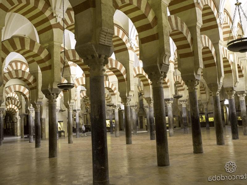 Visitar España y descubrir de Interior de la Mezquita Azahara
