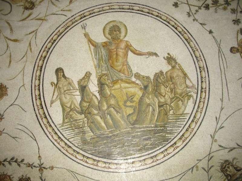 Visitar Italia y descubrir de Mosaico de Neptuno y AnfAtride
