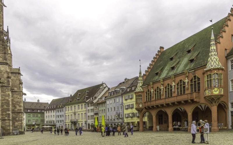 Ver Alemania y descubrir de Munsterplatz de Friburgo