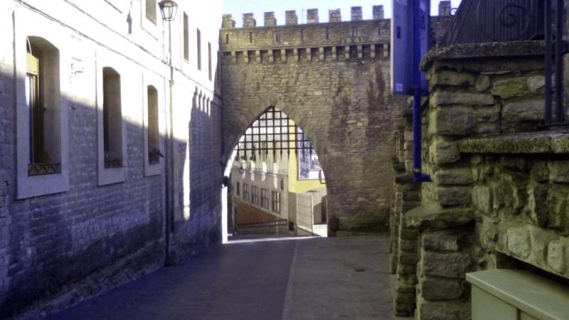 Ver España y maravillarse de Murallas medievales de Vitoria