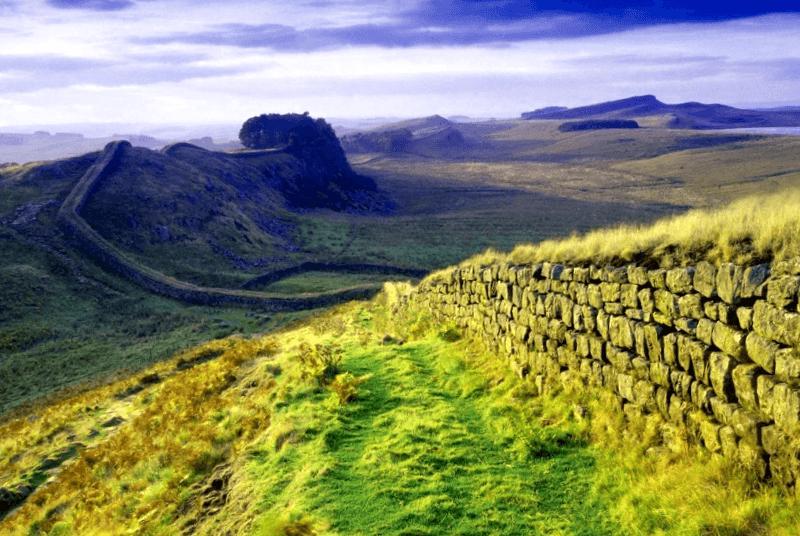 Visitar Irlanda y descubrir de Muro de Adriano