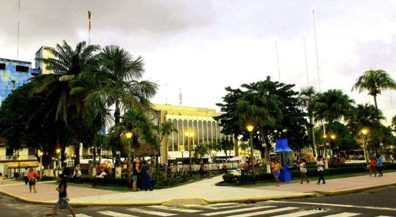 Conocer Peru y maravillarse de Plaza de Armas de Iquitos