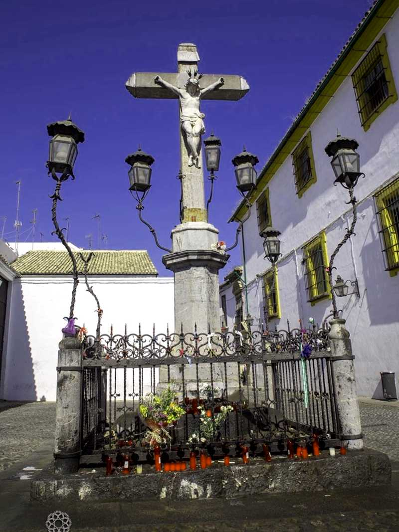 Que descubrir en Plaza del Cristo de los faroles