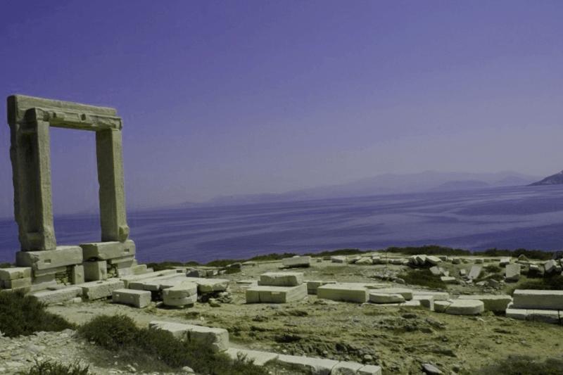 Visitar Grecia y descubrir de Puerta del Templo de Apolo