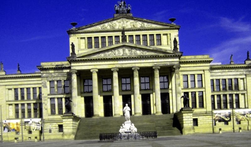 Visitar Alemania y maravillarse de Schaspielhaus