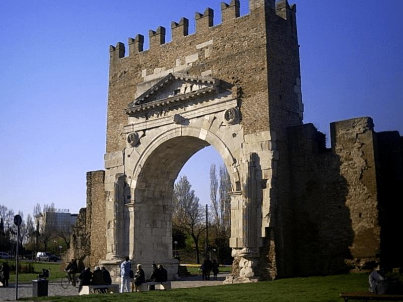 Ver Italia y descubrir de Arco de Augusto