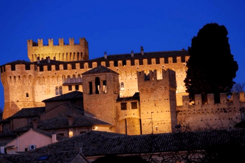 Ver Italia y descubrir de Castillo medieval de Gradara
