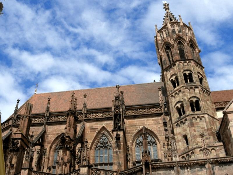 Conocer Alemania y maravillarse de Catedral de Friburgo