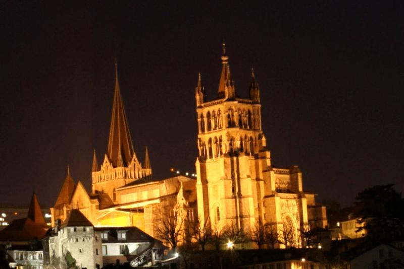 Que visitar en Catedral de Lausanne de noche