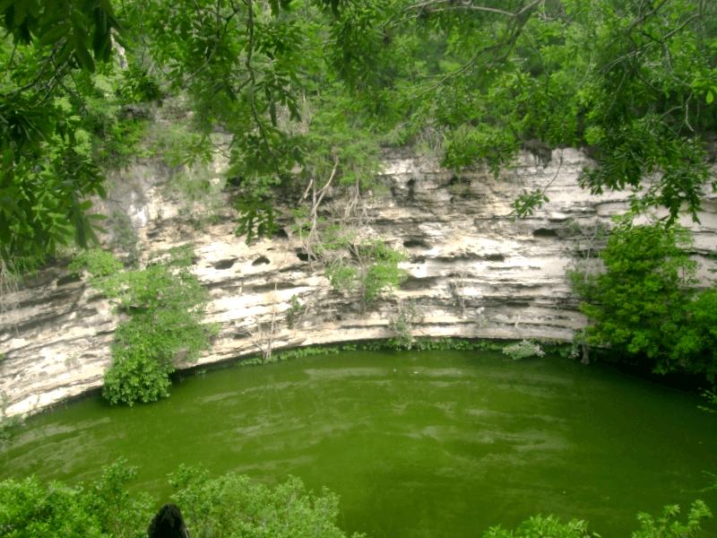 Visitar Mexico y descubrir de Cenote Sagrado