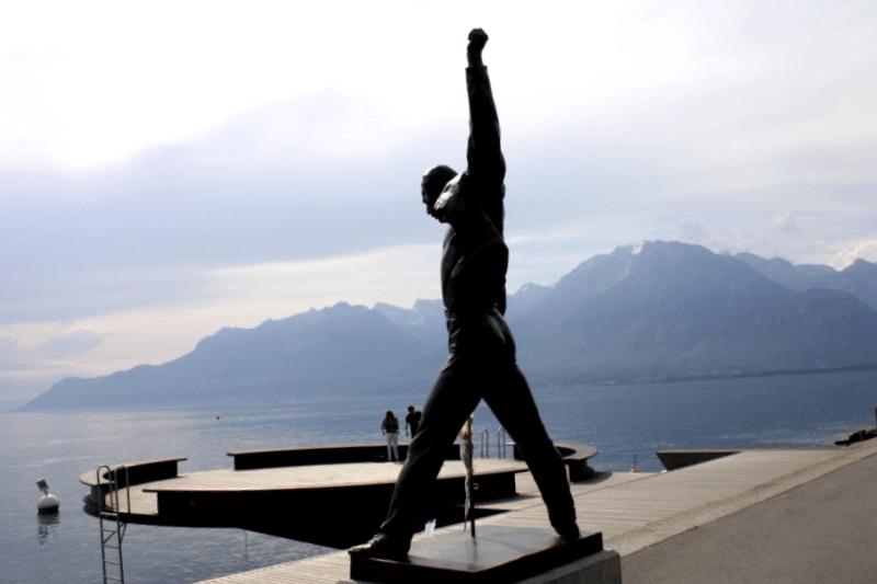 Visitar Suiza y descubrir de Estatua de Freddie Mercury