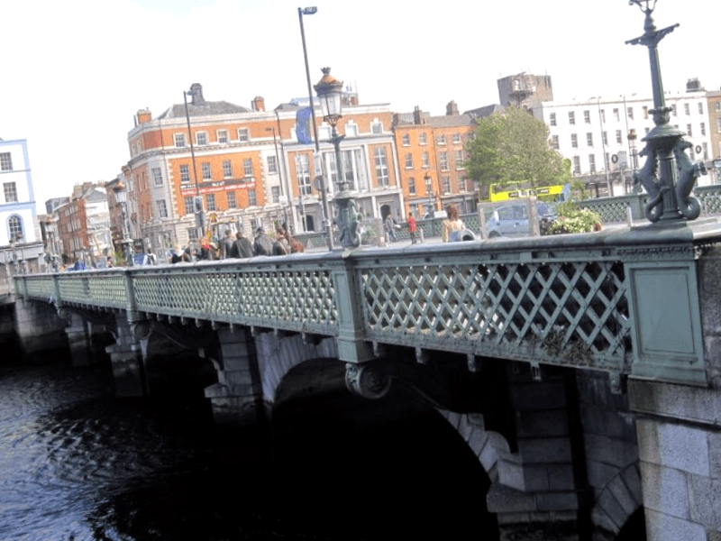 Conocer Irlanda y descubrir de Grattan Bridge