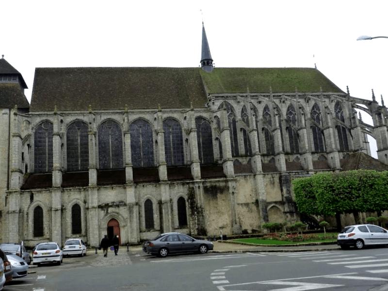 Iglesia de Saint Pierre que descubrir