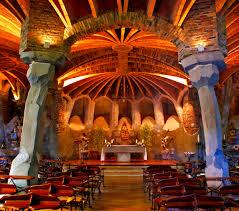 Conocer Interior Cripta Gaudi