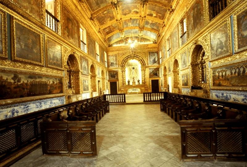 Interior de Capela Dourada que visitar