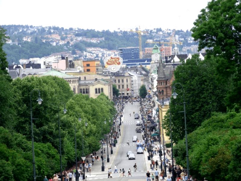 Visitar Noruega y descubrir de Karl Johans Gate