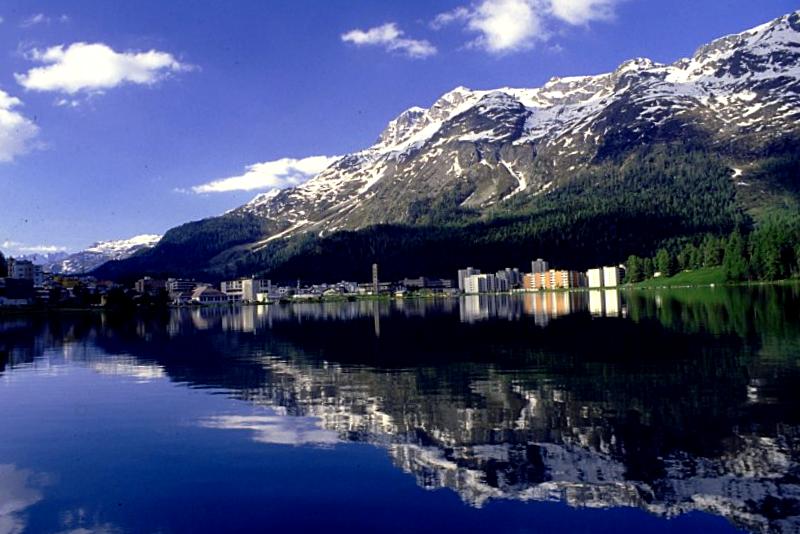 Visitar Suiza y descubrir de Lago St.Moritz
