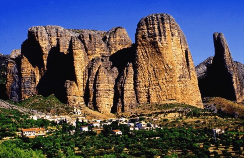 Conocer España y maravillarse de Mallos de Riglos