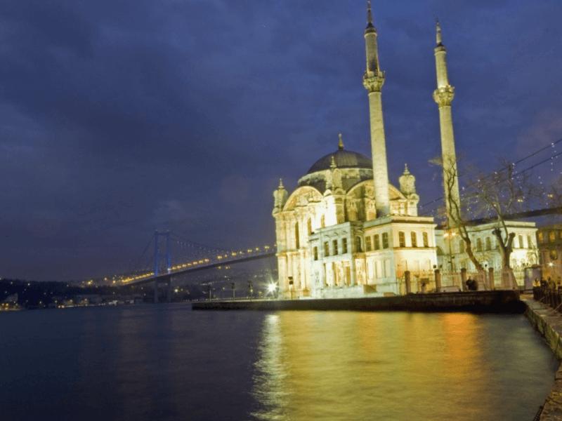 Visitar Turquia y maravillarse de Mezquita de Ortakoy