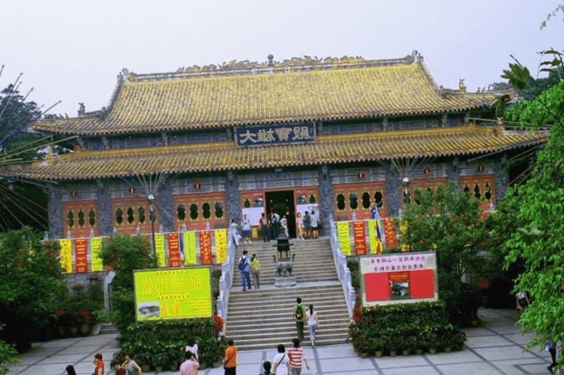 Que descubrir en Monasterio budista de Po Lin