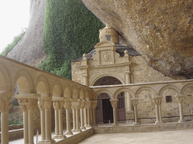 Monasterio de San Juan de la Pena que descubrir