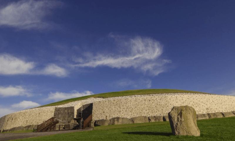 Ver Irlanda y maravillarse de Newgrange