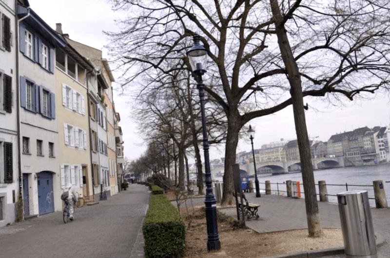 Oberer Rheinweg que ver
