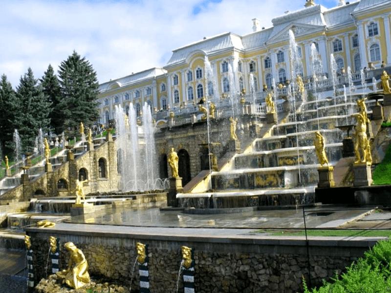 Conocer Rusia y maravillarse de Palacio de Peterhof