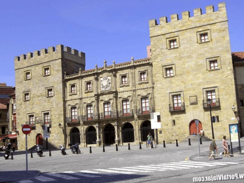 Conocer España y maravillarse de Palacio de Revillagigedo