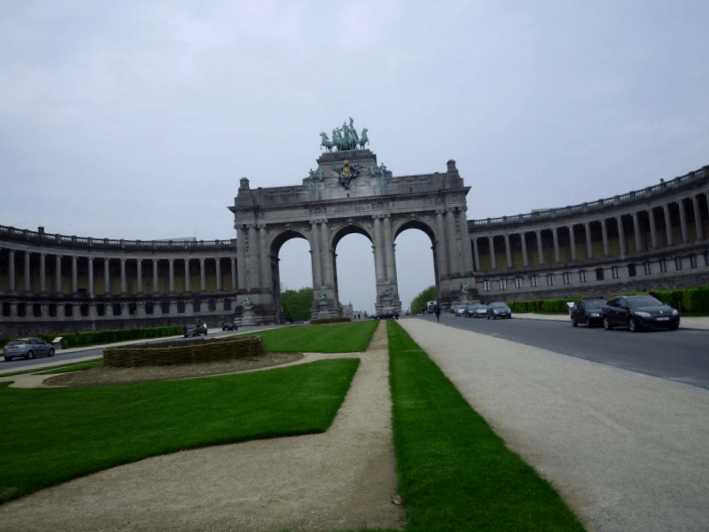 Ver Belgica y descubrir de Palacio del Cincuentenario