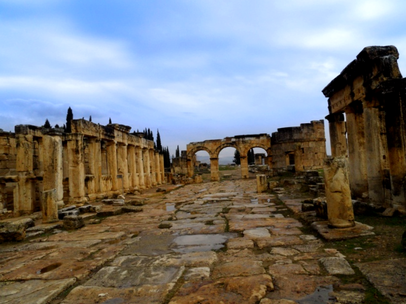 Conocer Turquia y descubrir de Plateia de Hierapolis
