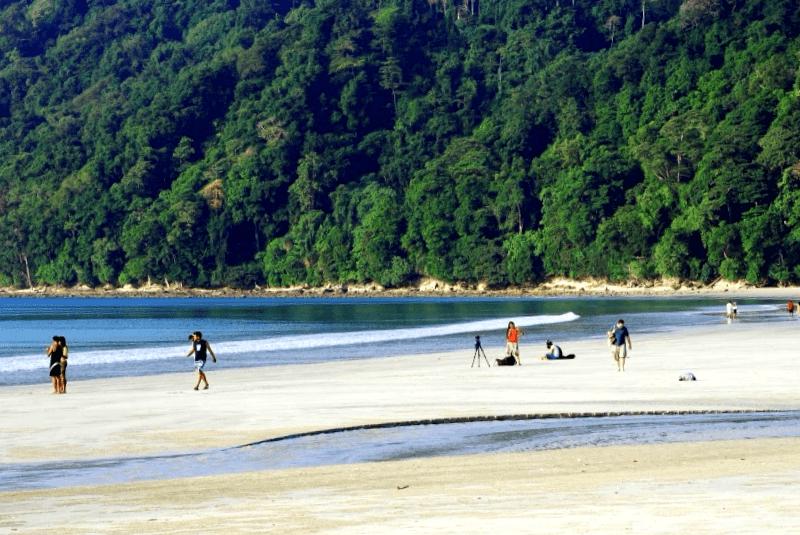 Ver India y descubrir de Playa Radhanga