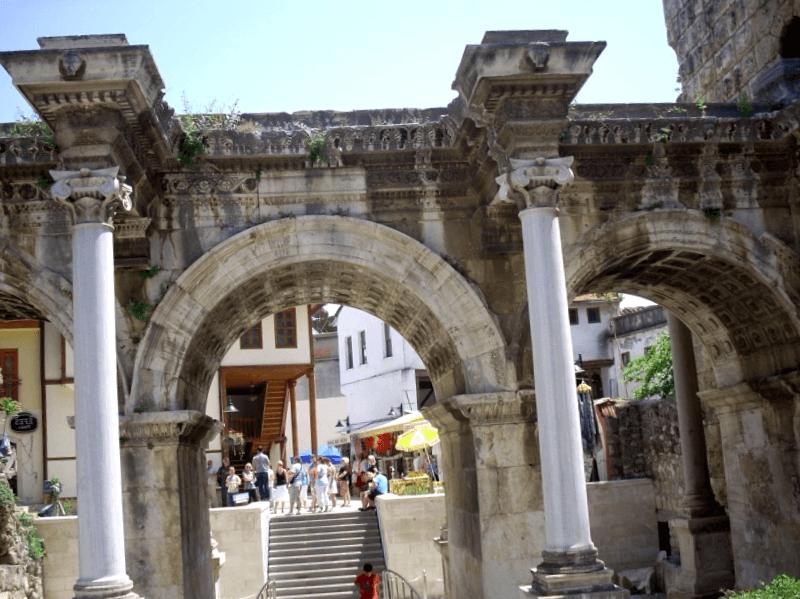 Conocer Turquia y maravillarse de Puerta de Adriano