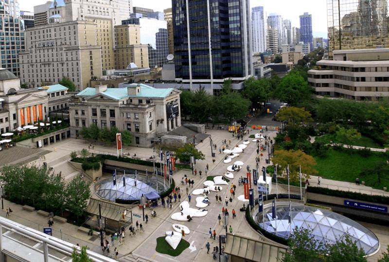 Ver Canada y maravillarse de Robson Street