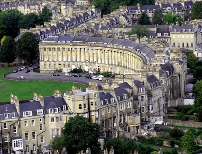 Visitar Inglaterra y maravillarse de Royal Crescent