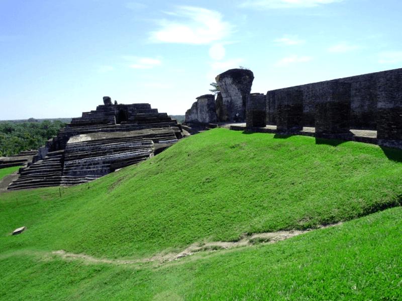 Que descubrir en Ruinas arqueologicas de Comalcalco