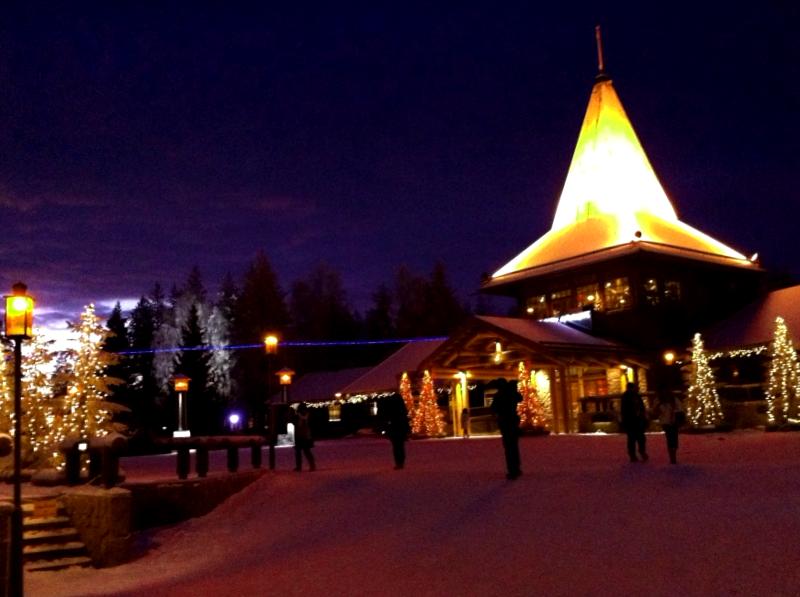 Ver Finlandia y maravillarse de Santa Claus Village