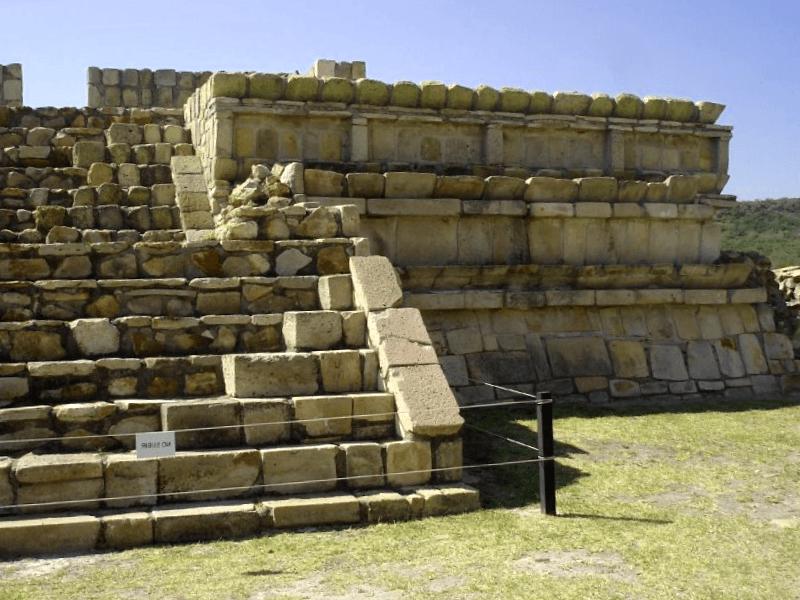 Sitio Arqueologico de Plazuelas que debemos ver