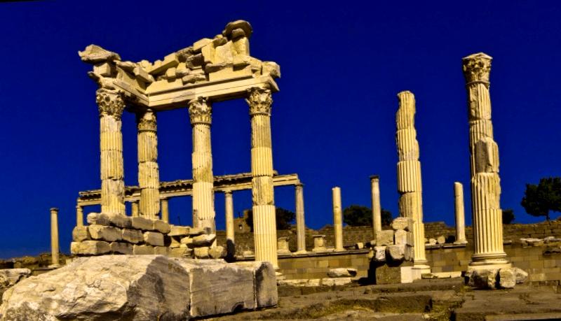 Conocer Turquia y maravillarse de Templo de Trajano