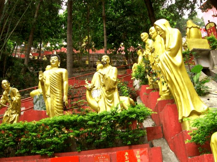 Visitar China y maravillarse de Templo de los 10.000 Budas